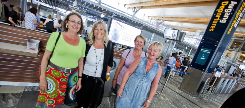 OVERRASKET: Dette var en god avslutning på ferien, syntes jentegjengen. Fra venstre ser du Margit Hansen, Pia Vad, Anne Marie Kristensen og Hanne Andersen.  Foto: Per Ervland