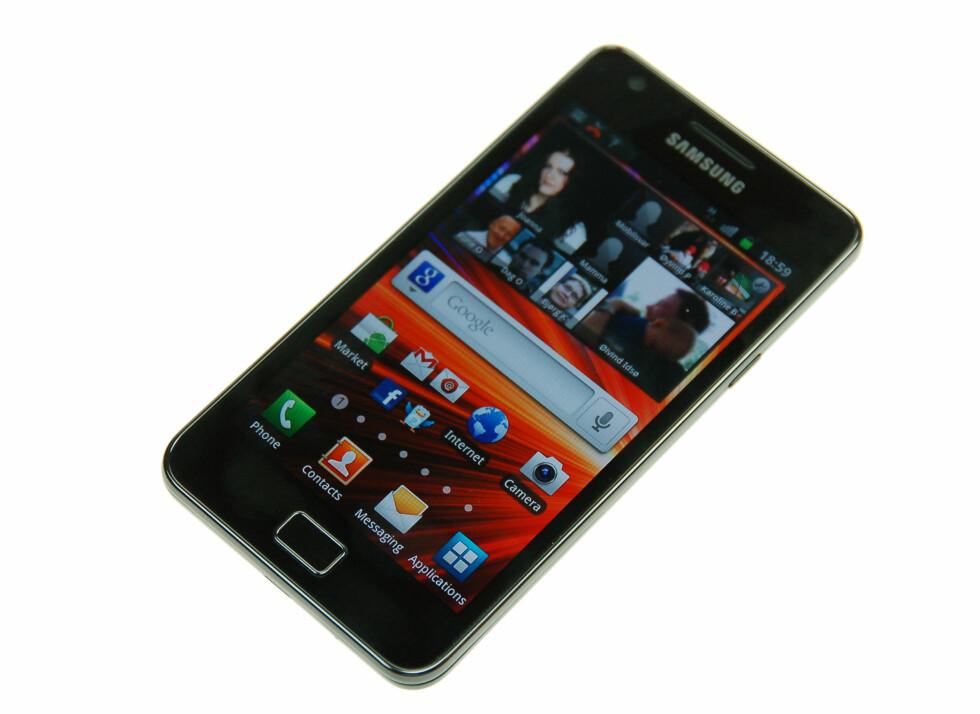 Super AMOLED Plus-skjermen på Galaxy S II er svært fargerik og har et dypt sortnivå.