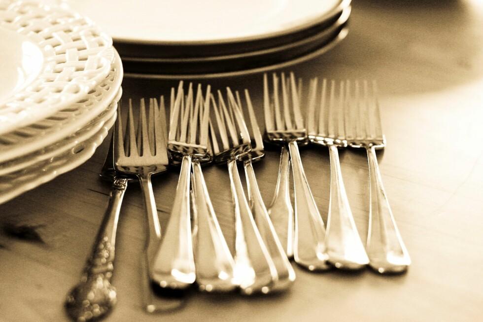<strong>SLIK:</strong> Ta bilder av sølvtøyet ditt, bøkene, filmene, alt som har verdi. Da står du sterkere om katastrofen inntreffer.  Foto: Colourbox.com