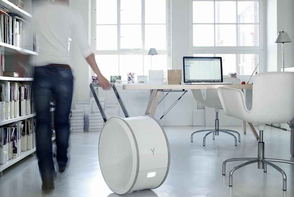 FRIHET PÅ RULL: Yill kan forsyne kontoret ditt med strøm i to-tre dager, før den må lades. Foto: Steffen Jänicke, Younicos