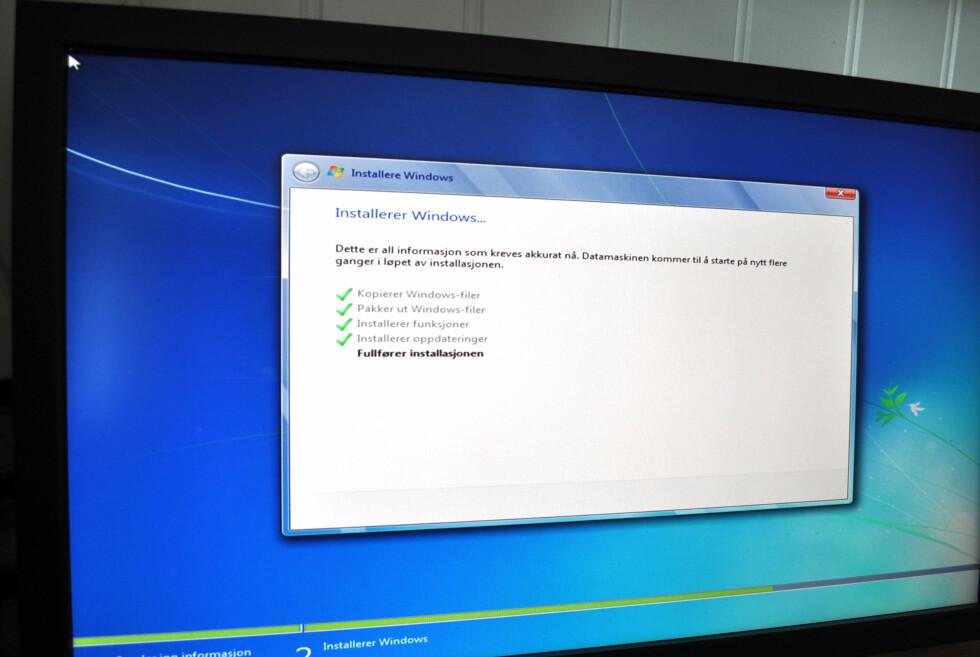 Det tok oss utrolige 12 minutter å installere Windows 7 Ultimate på vår nye PC med lynrask SSD som systemdisk.  Foto: Bjørn Eirik Loftås