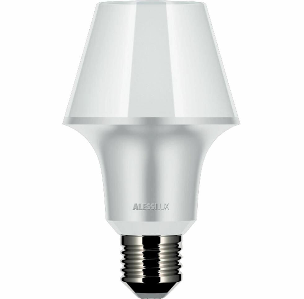 """Snedige Abatjour (7W) ser ut som en lampe med skjerm. Fås med """"lampefot"""" i hvitt eller gull. Foto: Alessi"""