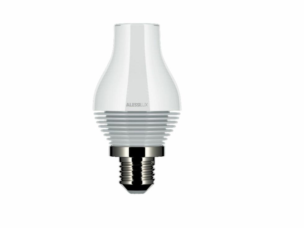 Parafinna bruker kun 5W, og er som navnet sier, inspirert av de gamle parafinlampene. Fås kun i hvitt. Foto: Alessi