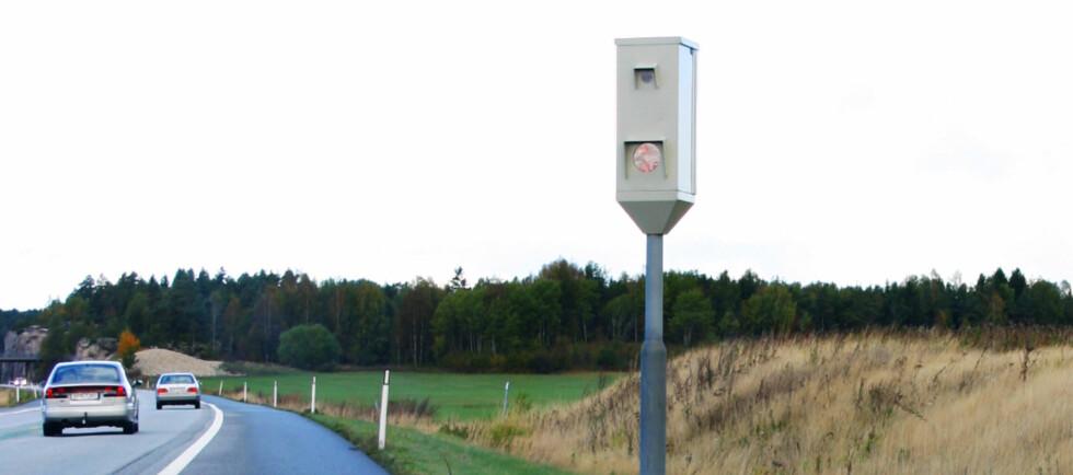 FÅR LOV: Datatilsynet har klaget, men Statens vegvesen får nå lov til å fotografere alle som passerer fotobokser på strekninger der de måler gjennomsnittshastighet. Foto: COLOURBOX.COM