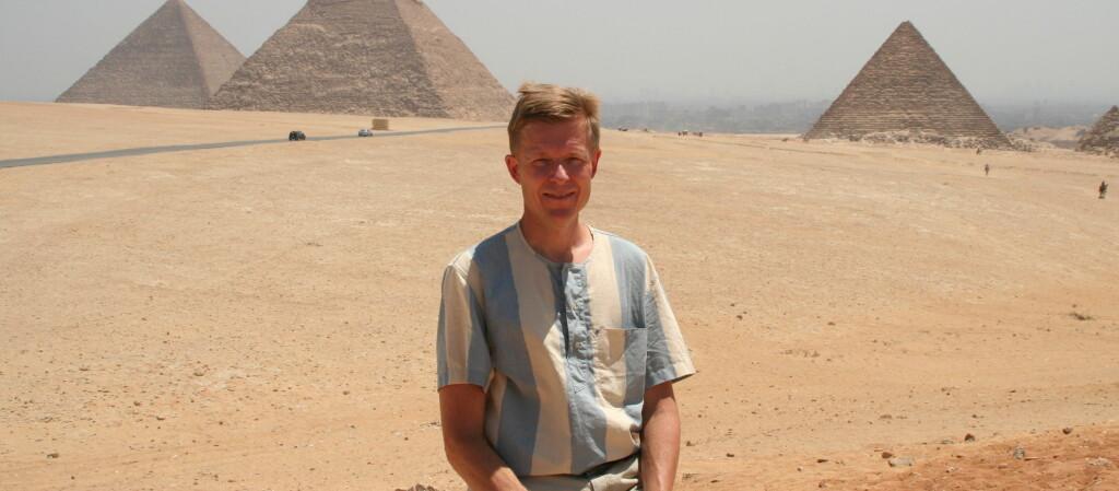 Egil Rundberget byttet til seg bolig i Egypt, og fikk selvsagt besøkt pyramidene i Giza. Foto: Privat