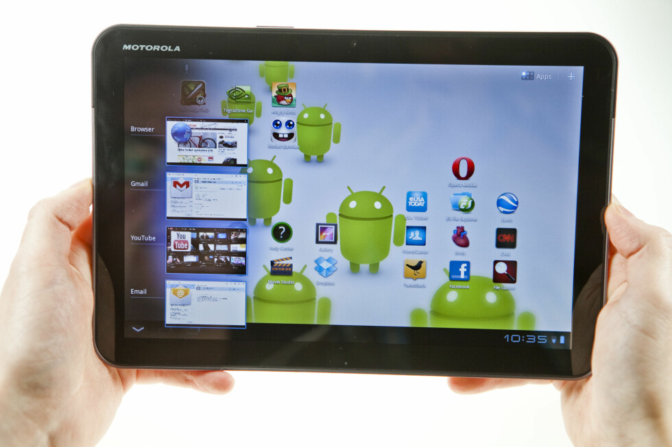 HELT NYTT: Alt i Android 3.0 har fått en overhaling. Her ser du en av hjemskjermene, med multitaskingen åpnet. Ryddig, pent og enkelt.  Foto: Per Ervland