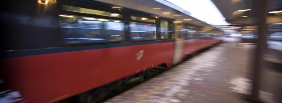 Jernbaneverket skal oppgradere jernbanens infrastruktur i Oslo-området i sommer. Det kan ikke kjøres tog hvor arbeidene utføres, noe som fører til at togpassasjerer må finne alternativ transport i en liten periode.  Foto: Per Ervland
