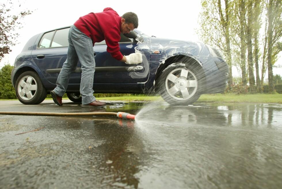 VEKK MED SALTET: Bilen din har fått kjørt seg i vinter. Stell pent med den.  Foto: colourbox.com