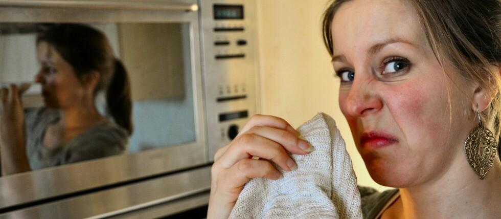 Vil mikrobølgene knekke den sure lukten? Foto: DinSide
