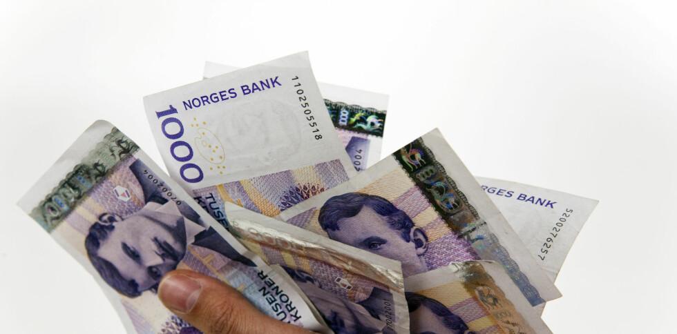 Nordmenn bruker stadig mindre kontanter. Nå er det kort for alle pengene. Foto: Per Ervland
