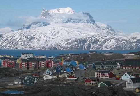 I Nuuk, eller Godthåb, som byen heter på dansk, må du grave dypt for å få deg en øl. Likevel, grønledere drikker ganske mye øl, men mest i egne hjem. Foto: Oliver Schauf