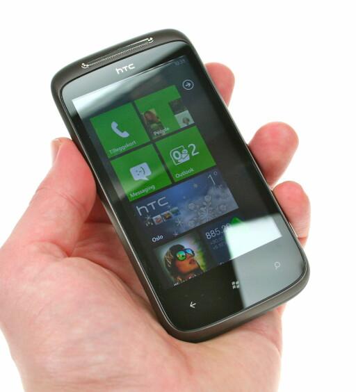 IKKE HELT I MÅL: Windows Phone 7 mangler fortsatt mange viktige funksjoner, men er likevel både svært pent og svært raskt. Foto: Øivind Idsø