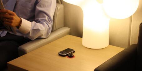Bordet som lader telefonen din