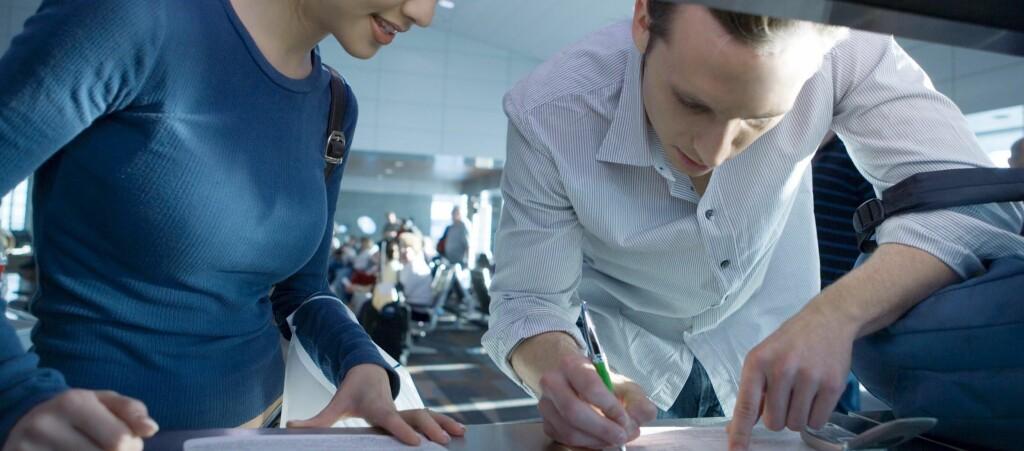 FORNYELSE: Det kan lønne seg å fornyepasset i mars. Fra april blir det langt flere i kø på passkontorene. Foto: Colourbox.com