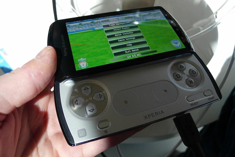 De som har hatt lyst til å spille på den gode gamle måten får ønskene sine oppfylt i Xperia Play fra Sony Ericsson. Foto: Pål Joakim Olsen