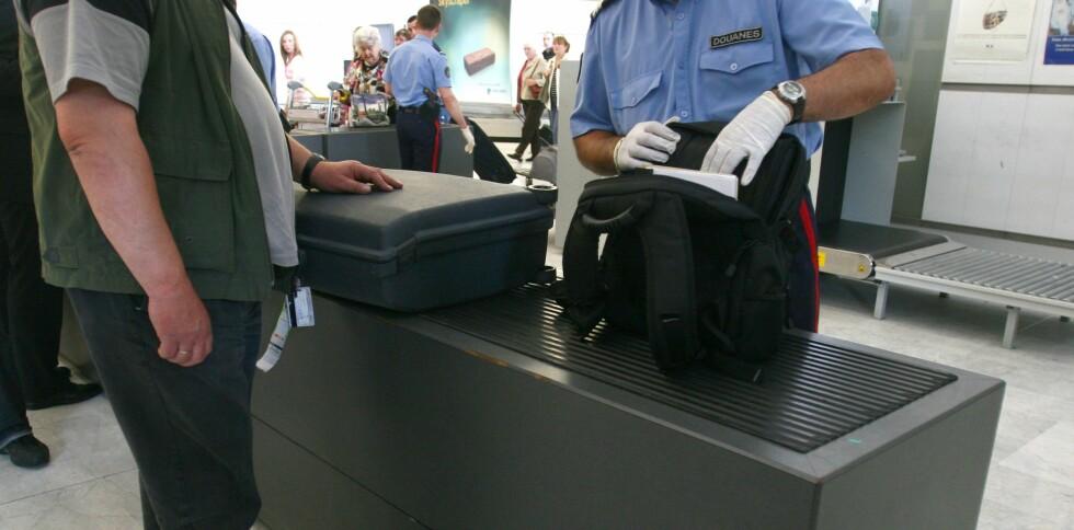 PIIIIP: En ansatt ved sikkerhetskontrollen på Newark Liberty internasjonale lufthavn benyttet anledningen til å snike til seg penger fra passasjerene. Foto: Colourbox