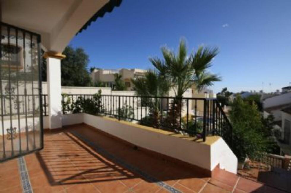 Denne leiligheten med to soverom og to bad ligger i Los Dolses i Villamartin ved Costa Blanca. Det er felles svømmebasseng og fem minutters gange til flere golfbaner.  Foto: Europahus