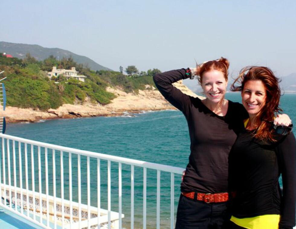 Her er Maya og Huenu i Shek O, sør for Hong Kong. Foto: Maya Blix