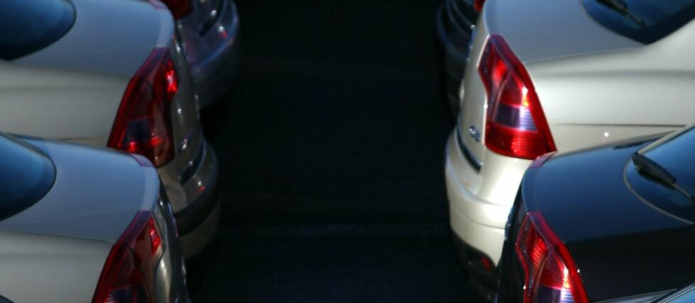 TAR OVER DER DU SVIKTER: Bilen vil ta over mer og mer av styringen, for å redde oss fra menneskelig svikt. Nå skal de lære å snakke sammen. Foto: Colourbox.com