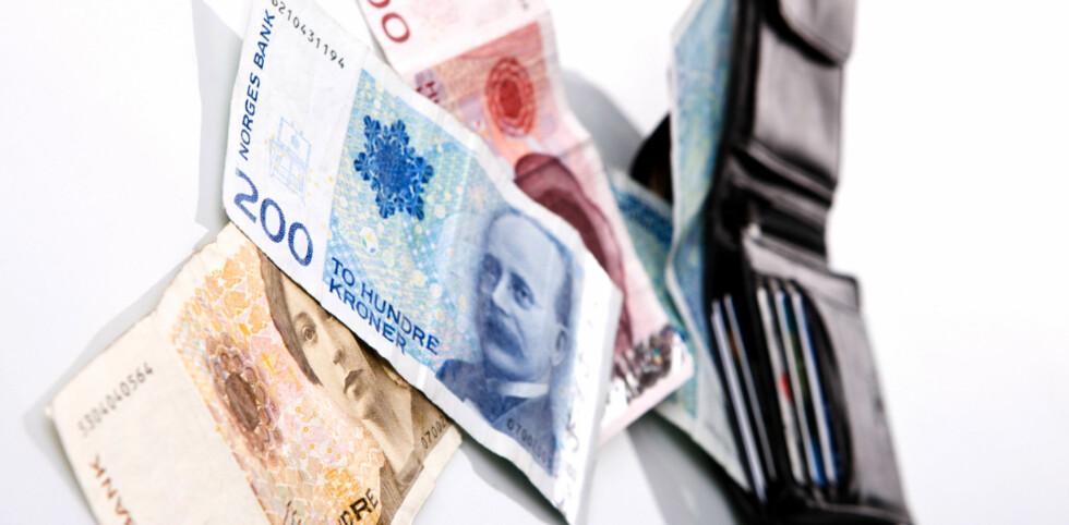 I begynnelsen av året strømmer regningene inn. Dropper du å betale, kan det bli veldig, veldig dyrt for deg. Foto: COLOURBOX.COM