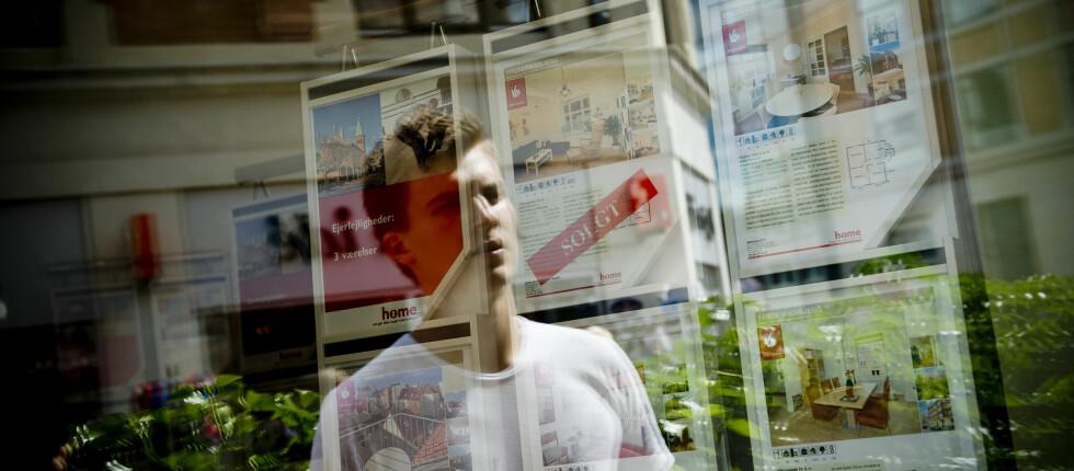 Vil du være med på karusellen? For å komme inn på boligmarkedet må mange førstegangskjøpere senke forventningene. Foto: Colourbox.com