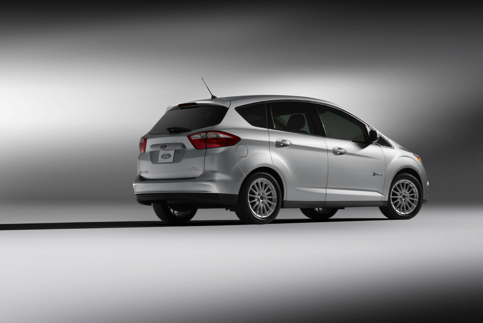 The C-MAX Hybrid is a next-generation full hybrid version of the five-passenger multi-activity vehicle and is targeted to deliver better fuel economy than Ford Fusion Hybrid, the most fuel-efficient sedan in America. It also leverages the companys powersplit hybrid architecture and uses a lighter, smaller lithium-ion battery system. (1/10/2010) Foto: Ford