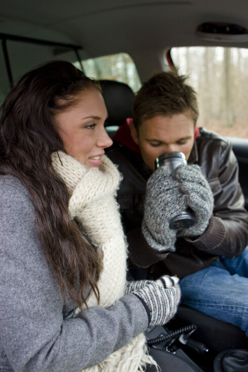 Biltur med kjæresten? Så lenge du er utenfor hjemmet, og ikke på arbeidsstedet, vil reiseforsikringen gjelde. Foto: Colourbox.com