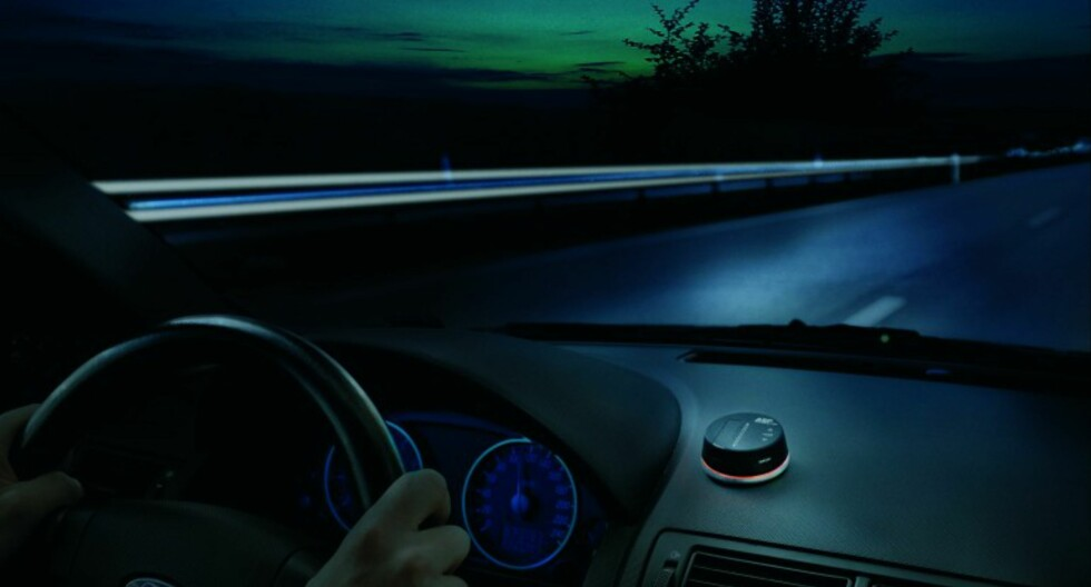 SENSITIV: Anti Sleep Pilot har både lyd- og lyssensor, slik  at displayet og lydnivået automatisk justeres i henhold til kupéstøy og tid på døgnet. Foto: Produsenten