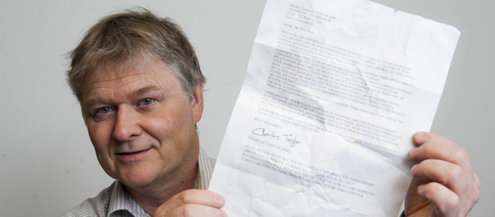 Tore Nesets umiddelbare reaksjon var å krølle sammen Nigeria-brevet og kaste det. Foto: Per Ervland