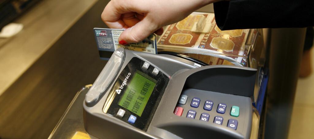 Kortet ditt må ha en BankAxept-løsning for at det skal bli godtatt i alle matvarebutikker. Foto: Per Ervland