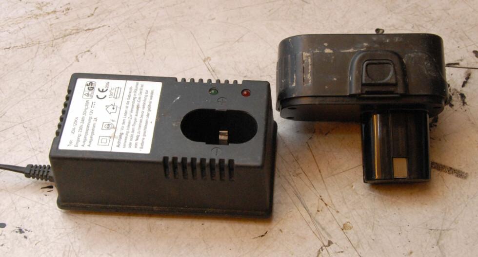 NiMh lader og batteri Foto: Brynjulf Blix