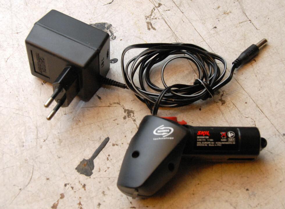 Liten lader og NiMh batteri til elektrisk saks Foto: Brynjulf Blix