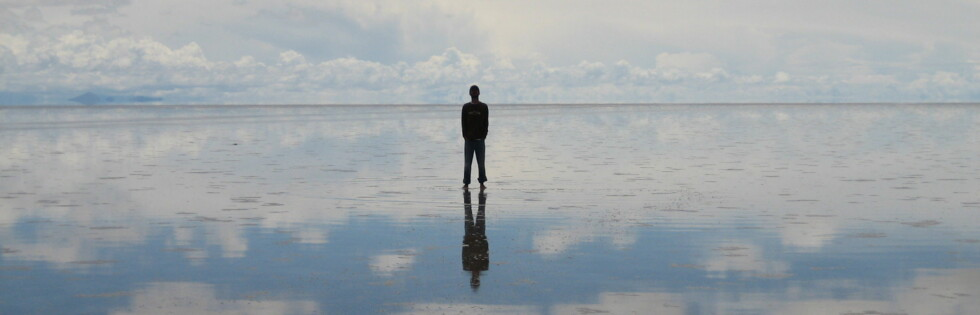 Når det regner over saltørkenen oppstår verdens største naturlige speilflate. Foto: Ezequiel Cabrera