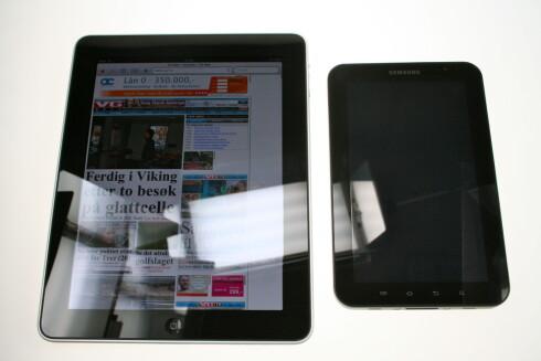 KONKURRENTER: Apple Ipad til venstre og Samsung Galaxy Tab til høyre. Foto: Øivind Idsø