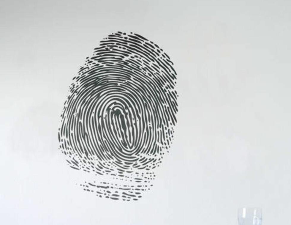 Hva med et fingeravtrykk? Dette er et veggklistremerke fra Ferm-Living. Foto: Produsent