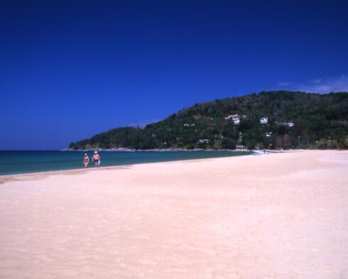 Karon Beach er stor og har plass til alle, selv om den er veldig populær. Foto: Tourism Authority of Thailand/www.tat.org