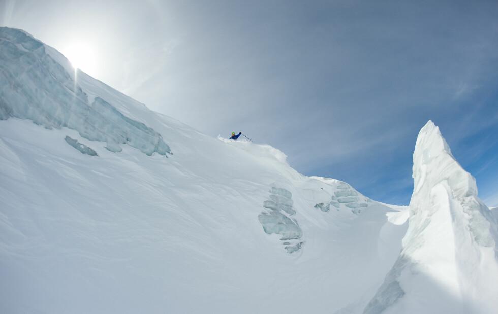 Vi fant plenty med pudder inne på isbreene, men kjør med omhu og på råd fra lokale her.  Foto: Hans Kristian Krogh-Hanssen