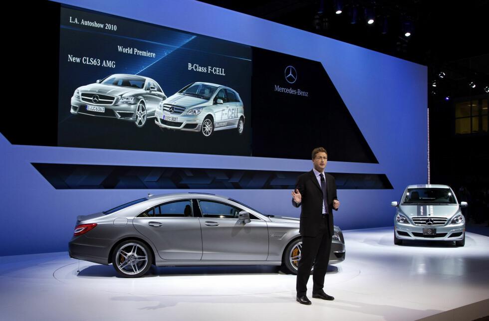 Mercedes-Benz at the Los Angeles Auto Show 2010,Ola Källenius, Geschäftsführer der Mercedes-AMG GmbH  mit dem neuen Mercedes-Benz CLS 63 AMGOla Källenius, CEO of Mercedes-AMG GmbH is presenting the new Mercedes-Benz CLS 63 AMG. Foto: Mercedes-Benz