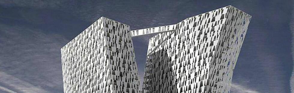 De to byggene står tett sammen, men lener seg vekk fra hverandre i toppen. Foto: Bella Sky Hotel