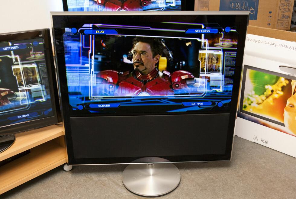 BeoVision 10-46 er massiv, men svært elegant. Og skulle du være i tvil: Bildekvaliteten er god. Foto: Per Ervland