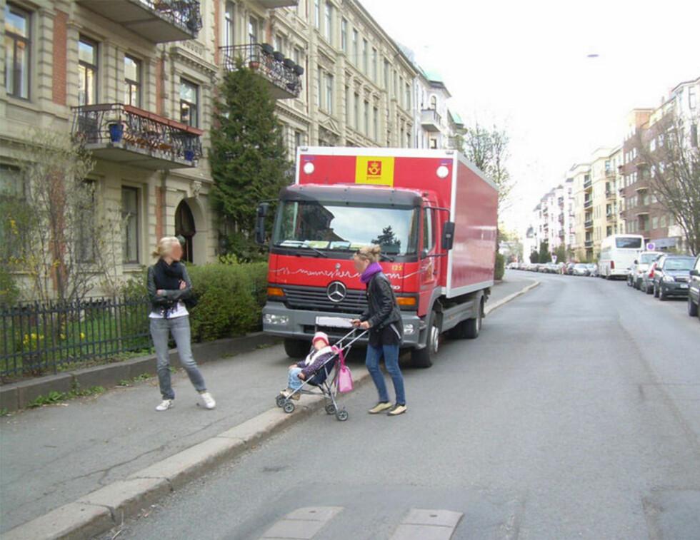 Det er forbudt å stanse og parkere på gangfelt eller sykkelkryssing eller nærmere enn 5 meter foran slike steder. Foto: Trafikketaten