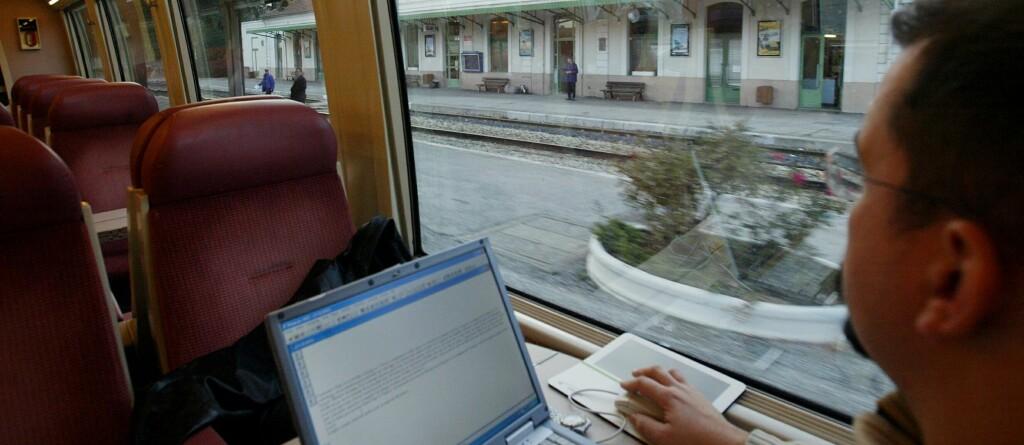 <b>GRATIS INTERNETT:</b> Det blir gratis internett til alle NSB-reisende - uansett hvilken vogn du sitter i. Foto: colourbox.com