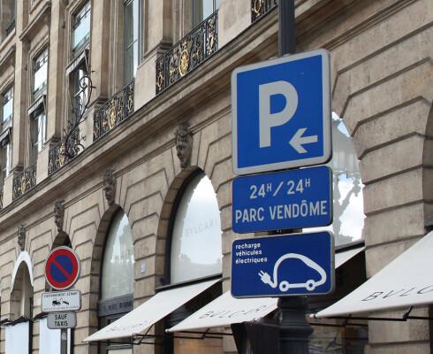 Parkering med elbil-lading i Paris Foto: Knut Moberg