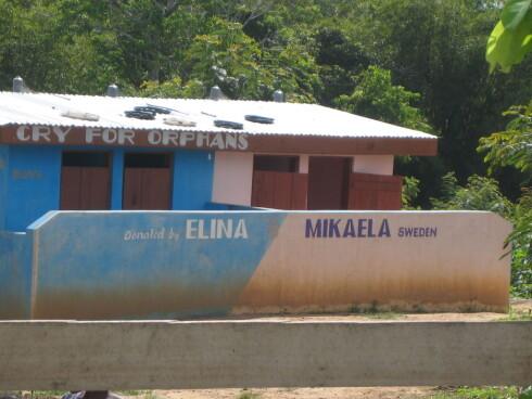 Dette toalettet på et barnehjem i Ghana ble bygget pga. innsatsen til to svenske jenter. Foto: x-plore