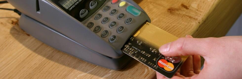 Antall korttransaksjoner tar seg kraftig opp frem mot jul. Mange bruker dyre kort for å finansiere julehandelen. Foto: colourbox.com
