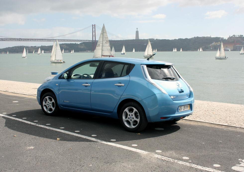 ELBIL-SUKSESS: Nissan Leaf er nå en av landets mest solgte biler totalt - den kom på fjerde plass på registreringsstatistikken i mars. Foto: Knut Moberg