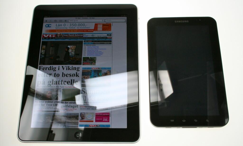 STØRRELSEN TELLER: Så stor forskjell er det på 9.7 tommer (iPad) og sju tommer (Galaxy Tab). Foto: Øivind Idsø