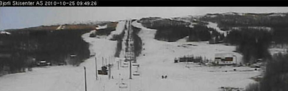 VINTERLAND: Slik så det ut på Bjorli klokken 09.49 mandag 25. oktober.  Foto: Webkamera/Bjorli Skisenter