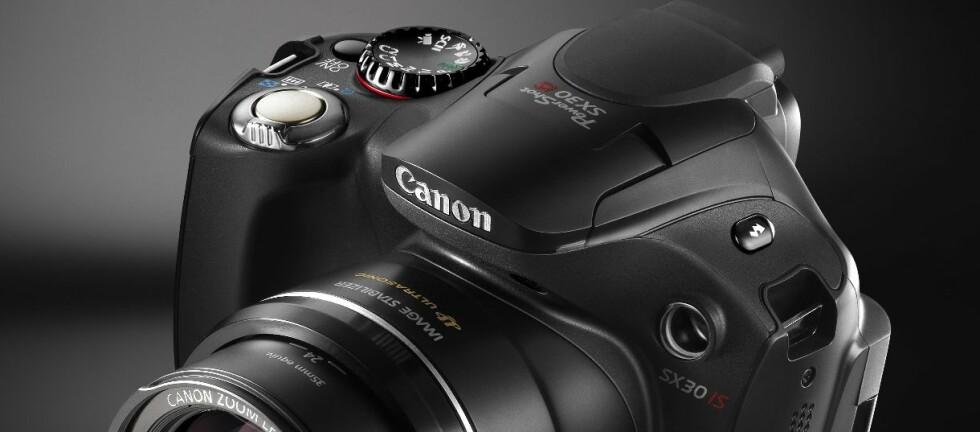 Canon PowerShot SX30 IS er svært godt på papiret. Foto: Canon