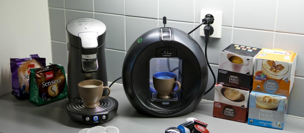 Du sparer en tusenlapp første året på å velge rimeligste Senseo fremfor Dolce Gusto-kaffemaskin. Her ser du toppmodellene. Foto: Per Ervland